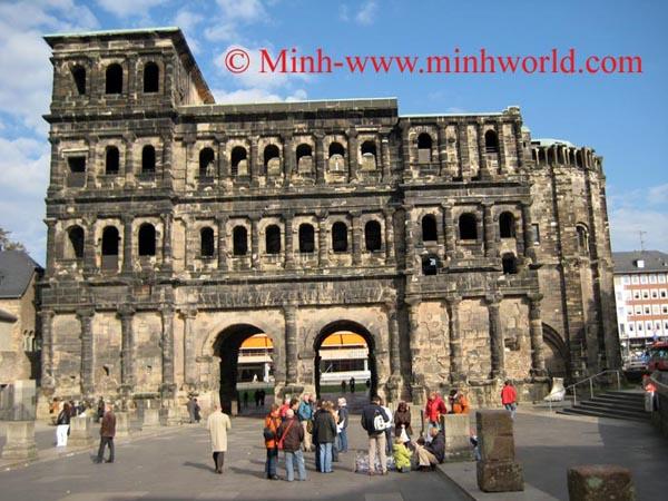 Cổng thành Porta Nigra
