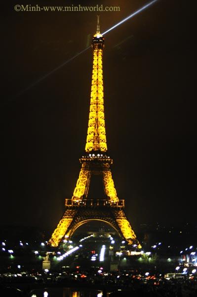 Năm mới ở tháp Eiffel, Paris